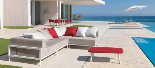 divano-ombrellone-arredo-giardino