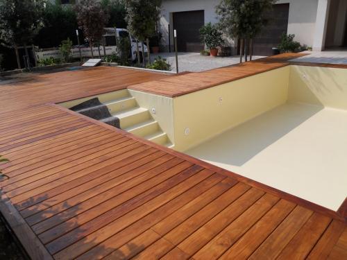 pavimentazioni-in-legno-per-piscina